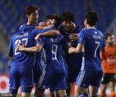 高清:蔚山现代6-0狂胜布里斯班 众将拥抱庆祝