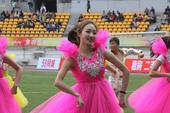高清:智诚1-1梅州球员拼抢 美女演员造型惊艳
