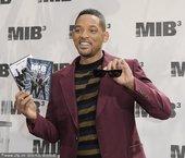 《黑衣人3》发布会举行 威尔-史密斯秀招牌墨镜
