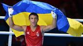 高清图:男子拳击60公斤乌克兰夺冠 披国旗庆祝