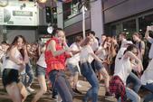 日前,歌手钟舒漫(Sherman)为宣传其新歌《小碎步》,与50人在中环街头跳舞Busking。钟舒...