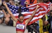 高清:女子200米菲利克斯夺冠 披国旗绕场欢庆