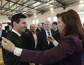 高清图:阿根廷归国梅西受膜拜 总统安抚小跳蚤