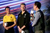 """北京时间4月6日,雷诺在上海的本森超跑俱乐部激情开启了以""""唯初心 未改变""""为主题的雷诺F1上海之夜。..."""