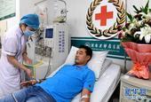 7月22日,陈浩在河南省肿瘤医院捐献造血干细胞。当日,为挽救一位白血病患者的生命,郑州公交司机陈浩在...