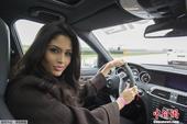 高清:环球小姐变身赛车手 驾车体验速度与激情