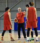 高清图:女篮积极备战奥运落选赛 马赫亲身指点