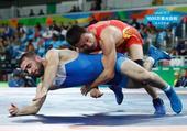 组图:男摔65KG中国选手无缘八强 抱腰锁腿制敌