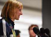 高清图:美国泳坛天才少女回国 四金一银受追捧