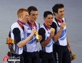高清图:自行车团体追逐赛 东道主夺冠亮出金牌