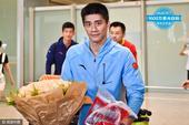 高清图:傅海峰回国抵达机场 帅气依旧眼神迷人