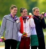 高清:女子游泳马拉松匈牙利夺冠 热烈欢庆胜利