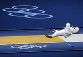 北京时间7月29日,伦敦奥运会击剑比赛,德国选手不慎被刺中脖子晕倒。更多奥运视频>> 更多奥运图片>...