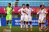 高清:亚运中国女足战朝鲜 拼抢激烈任桂辛倒地
