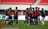 高清:黄海0-0人和 两队球员冲突裁判果断判罚