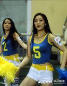 高清:上海滩德比啦啦队助阵 激情热舞风情无限