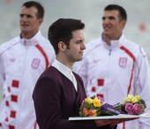 """在伦敦奥运会的颁奖典礼上,负责颁奖礼仪的不再是女士,而是帅气惊艳的""""礼仪先生""""。这是奥运会历史上,首..."""