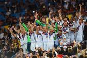 颁奖图:拉姆兴奋捧起金杯 德国众将欢庆第四冠