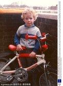 高清图:维金斯幼年照曝光 酷爱脚踏车天赋异禀