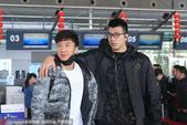 高清:八一队结束赛季征程返北京 热情球迷送机