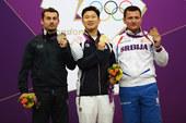 北京时间7月28日晚,2012年伦敦奥运会男子10米气手枪决赛结束,韩国选手秦钟午、意大利的特斯科尼...