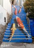 把充满创意的涂鸦楼梯加入你的梦想清单吧,有生之年要去踩一踩。