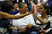 北京时间7月17日,在梦十队的第二场热身比赛上,美国总统奥巴马和副总统拜登也来到了现场观战。众所周知...