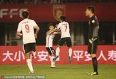 高清:华夏2-1鲁能 姜宁闪电破门激情飞身庆祝