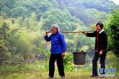 安徽90岁坚强母亲照顾盲女65年