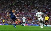高清图:男足英国1-1塞内加尔 贝拉米劲射破门