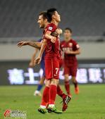 高清:武磊海森破门东亚拥抱庆 阿尔滨悍将伤退