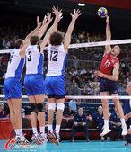 高清图:男排小组俄罗斯胜美国 以扣杀锁定胜局