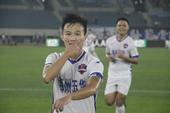 高清图:梅州1-1客平一方 姚均晟破门开心庆祝