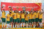 高清:澳大利亚夺冠捧杯狂欢 卡希尔携子女领奖