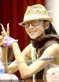 2012年09月03日讯,云南,9月3日下午4点,杨丽萍匆匆从广州赶回昆明参加云南舞蹈节新闻发布会,...