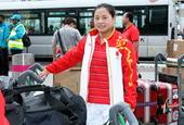 独家图:中国举重队载誉回国 李雪英等笑对镜头