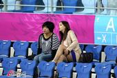 高清:艺术体操个人资格赛 韩国靓妹观战险走光