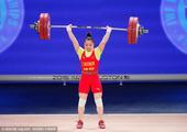 高清图:举重世锦赛女子58公斤级 邓猛荣摘银