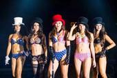 高清图:2015WPT中国赛开幕派对 超模性感俏皮