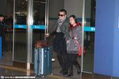 2015年1月23日讯,北京,21日宣布领证结婚的喻恩泰、史林子现身首都机场,时值新婚燕尔,两人非常...