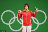 北京时间8月11日,2016年奥运会的举重比赛,继续在里约会展中心2号馆进行。女子69公斤级,中国名...