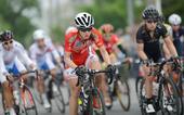 高清图:环崇明岛女子自行车赛 众女将英姿飒爽