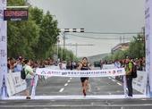 图:康保草原国际马拉松雨中开跑 美丽赛道获赞