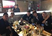 高清:NBA夏联中国两将聚首 周琦小丁同吃烤肉