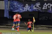 高清图:深足客场1-1永昌 普雷西亚多破门滑跪