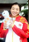 独家图:中国女篮拍摄写真照 赵爽笑容甜美迷人