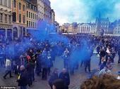 高清图:防暴警察出动! 埃弗顿球迷法国酿骚乱