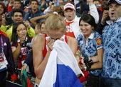 高清图:女子3000米障碍扎里波娃夺冠 喜极而泣