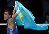 高清图:皮耶夫男拳击69kg夺冠 披国旗奔跑庆祝