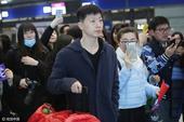 高清图:国乒出征卡塔尔 马龙张继科受粉丝追捧
